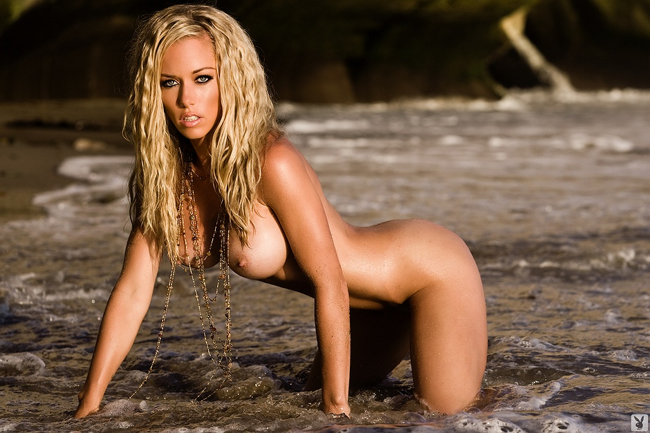 Kendra Wilkinson Undressed