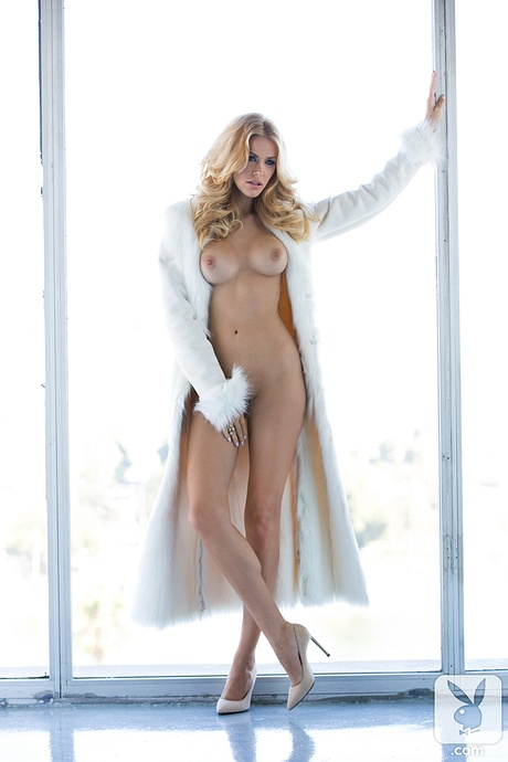 Kennedy Summers undressed