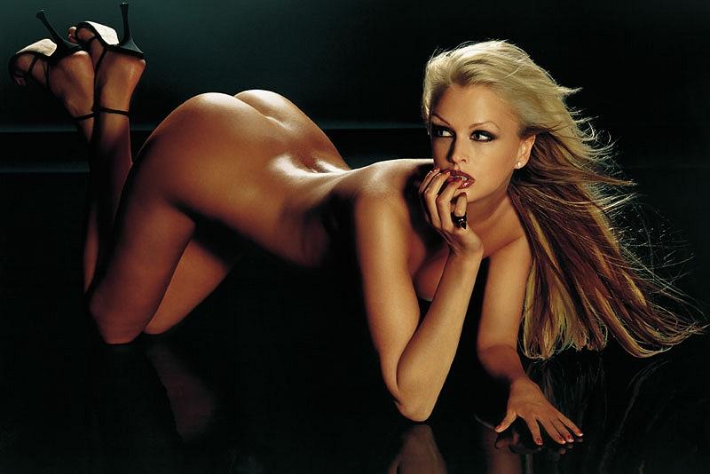 Kylie Bax  nackt
