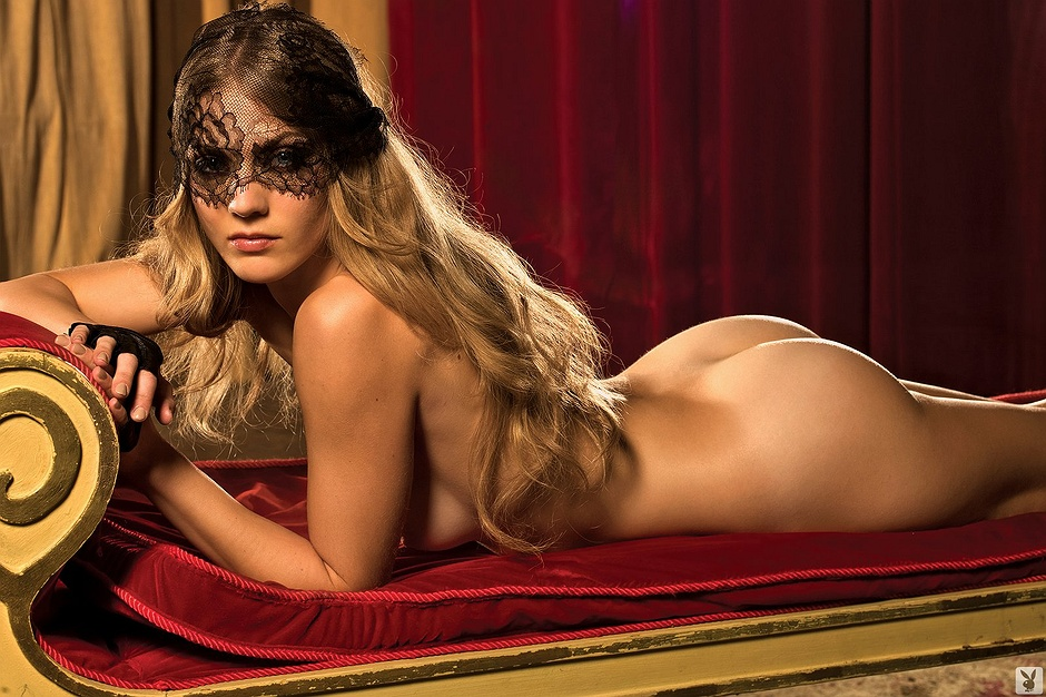 Winter Ave Zoli undressed